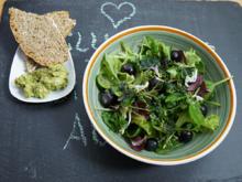 Wilder Salat mit frischem Dinkelbrot und Guacamole - Rezept - Bild Nr. 13801