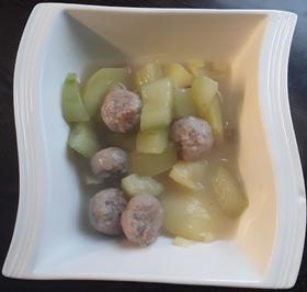 Gurkengemüse mit Fleischbällchen und Salzkartoffeln - Rezept - Bild Nr. 2