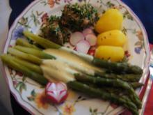 Kräuter-Schweinefilet mit grünem Spargel und Drillingen - Rezept - Bild Nr. 13903