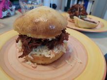 Pulled Pork Burger mit Coleslaw und BBQ-Sauce - Rezept - Bild Nr. 2