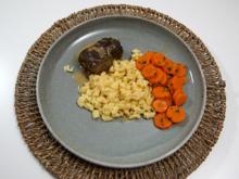 Rinderrouladen schlesischer Art mit selbstgerechten Spätzle und Karottengemüse - Rezept - Bild Nr. 2