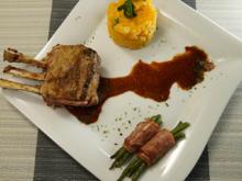 Kartoffelstampf mit Lammkarree, Bohnen im Speckmantel und Rotweinsoße - Rezept - Bild Nr. 14069