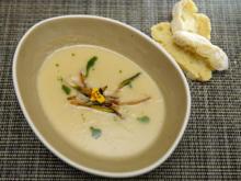 Goldenes Kartoffelstroh mit fruchtiger Pastinaken-Birnensuppe - Rezept - Bild Nr. 14074