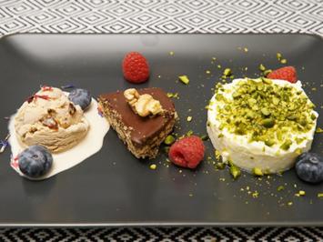 Layali Lubnan mit Schokoladenkekskuchen und Zimt-Dattel-Eis - Rezept - Bild Nr. 14124