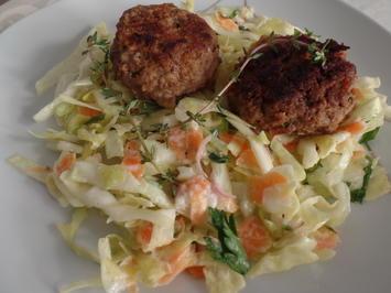 Buletten mit Spitzkohl-Möhren-Salat - Rezept - Bild Nr. 14132