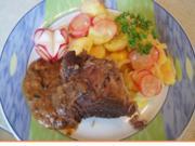 Kalbshaxe mit Sauce und Kartoffel-Radieschen-Salat - Rezept - Bild Nr. 2