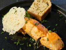 Mini Lachssteak in Sesam auf einem Erbsenpüreebett mit einem Parmesan Chip - Rezept - Bild Nr. 2