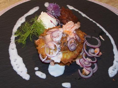 Kartoffelpuffer mit geräuchertem Lachs u. Meerrettichschaum - Rezept - Bild Nr. 2