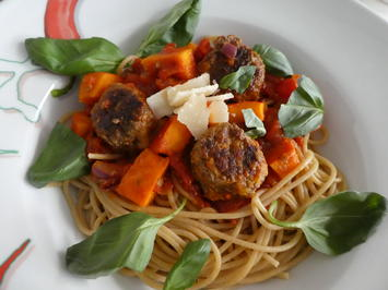 Kürbis-Hackbällchen mit Tomaten-Kürbis-Pasta - Rezept - Bild Nr. 14254
