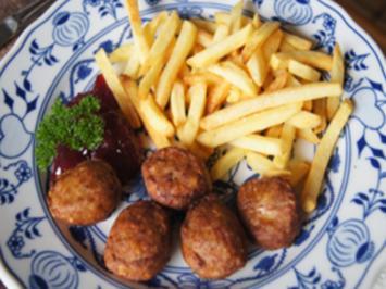 Köttbullar mit Pommes Frites und Wildpreiselbeeren - Rezept - Bild Nr. 3