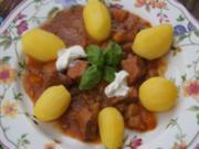 Schweinegulasch mit gemischten Gemüse und Drillingen - Rezept - Bild Nr. 14394