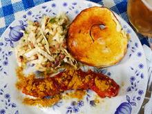 Currywurst mit Krautsalat, Brezn und Bier - Bayrische Vesper - Rezept - Bild Nr. 14470