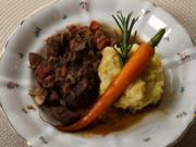 Frankreich - Boeuf Bourguignon an Kartoffelstampf mit angeschmiegten glasierten Möhrchen - Rezept - Bild Nr. 2