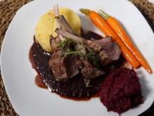 Lammkarree mit Kräuterhaube an Portweinsauce - Rezept - Bild Nr. 2