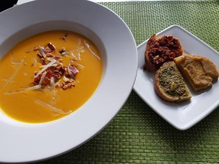 "Kürbis-Käse-Suppe mit Pancetta-""Splitter"" - Rezept - Bild Nr. 2"