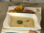 Spargelsuppe mit Rucola-Basilikum-Pesto, dazu Dinkelbaguette mit Roastbeef - Rezept - Bild Nr. 2