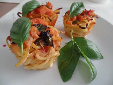 Spaghetti-Nester mit Tomaten-Hollandaise - Rezept - Bild Nr. 14700