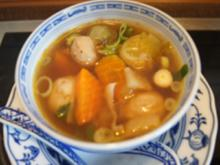 Asiatisch gewürzte Suppe mit gemischter Einlage - Rezept - Bild Nr. 14753