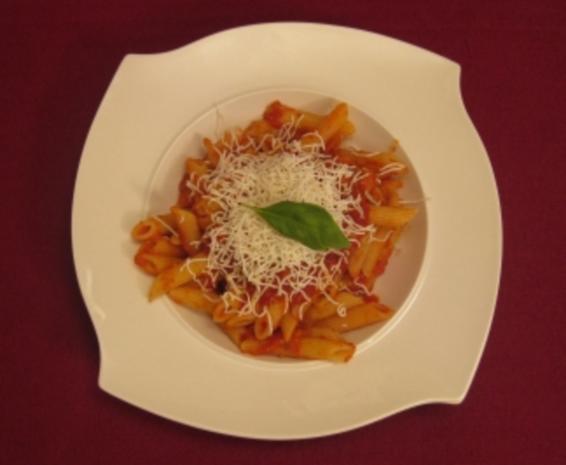 Penne alla Norma mit Auberginen in Tomatensoße und gesalzenem Ricotta - Rezept