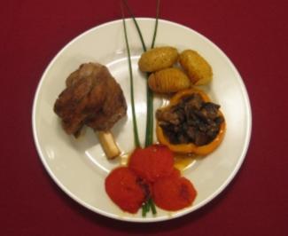 Lammhaxe mit Kartoffeldrillingen und To-die-for-Tomatoes - Rezept