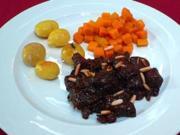 Wildschweinragout mit Pflaumen, Bratkartöffelchen und Kürbis-Chutney - Rezept