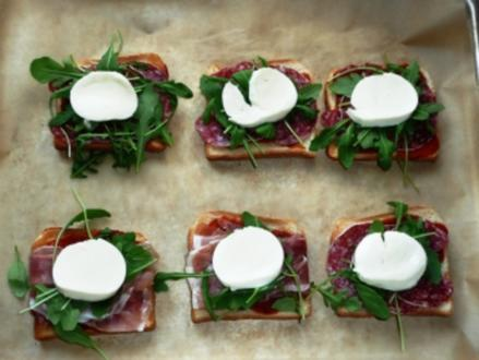 Blitz Mini-Pizzas mit Rucola und Mozzarella - Rezept