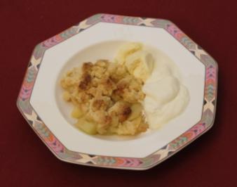 Finale -  Apple Crumble mit Vanilleeis und Sahne (Marcel Wüst) - Rezept