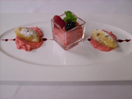 Süße Gnocchi auf Himbeercharlotte - Rezept