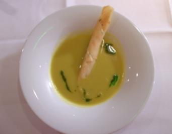 Maissuppe mit Lachs-Frühlingsrolle an Koriander-Ingwer-Pesto - Rezept