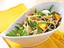 Linguine mit Erbsen, Mozzarella und Pfirsichen - Rezept
