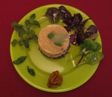 Krabbentatar mit Tomaten-Gelee, Mango-Chili-Chutney und frittiertem Basilikum - Rezept