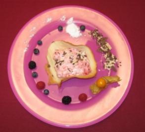 Hippen gefüllt mit Himbeersahne und frischen Früchten - Rezept