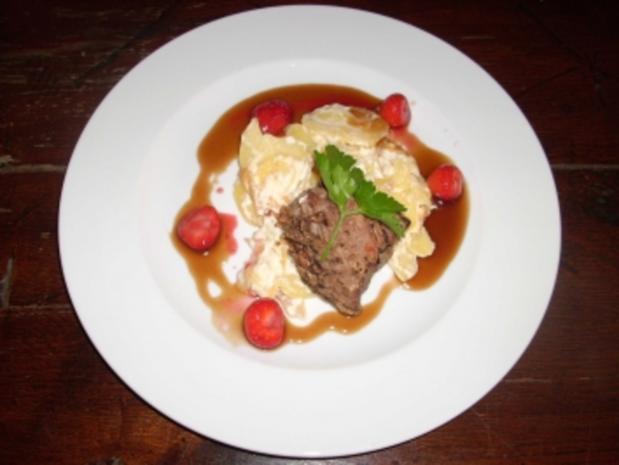 Kalbsfilet in Marsalasoße mit Erdbeeren und Kartoffelgratin - Rezept