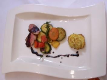 Entenbrust an Rotweinjus auf Gemüse und Rosmarin-Kartoffeln - Rezept