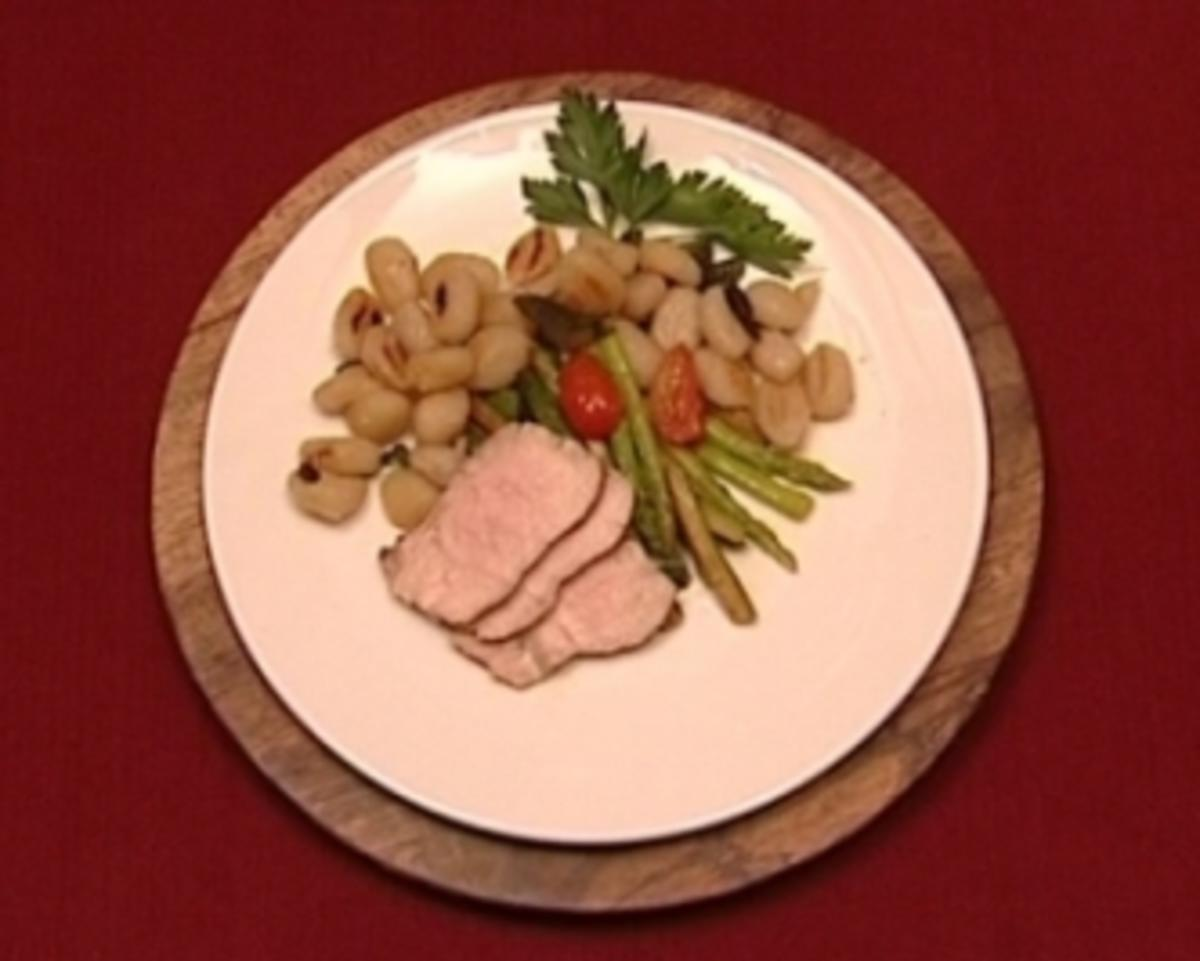 Gnocchi mit Kalbsrücken und frischem jungen Gemüse (Conny Niedrig) - Rezept von Das perfekte Promi Dinner