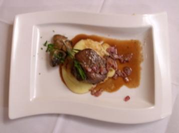 Rinderfilet in süßer Rotweinsoße mit geräuchertem Bacon-Kartoffelpüree - Rezept