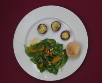 Rezept: Feldsalat an Mandarinen-Dressing mit gefüllten Champignons und Brötchen