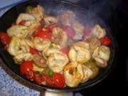 Käsetortellini mit Tomaten und Mandeloliven - Rezept