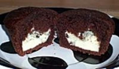 Schoko - Muffins mit Frischkäsefüllung - Rezept