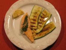 Lachsfilet mit gegrillten Zucchinischeiben - Rezept