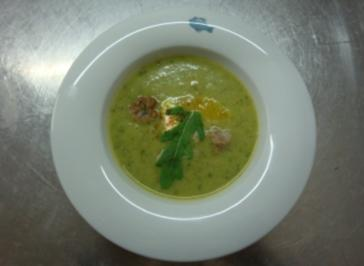 Raukesuppe mit Lammhackbällchen und Ziegenkäseklößchen - Rezept