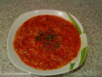 Tomatensuppe mit Reis, dazu Fladenbrot - Rezept