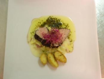 In Spätburgunder pochiertes Kalbsfilet an Sauce Café de Paris und Kartoffeln - Rezept