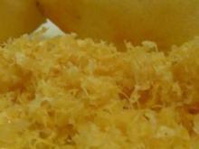 Schichttorte mit Orangencreme und Safranstreusel - Rezept