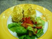Hackauflauf mit Kartoffelrosetten - Rezept
