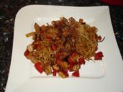 Asiatische gebratene Nudeln mit Gemüse und Tofu - Rezept