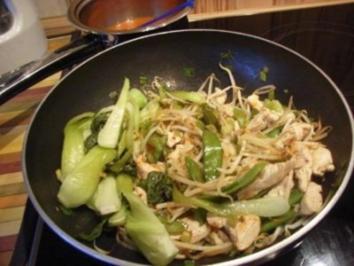 Putenpfanne mit Pak-Choi-Gemüse und Mie-Nudeln - Rezept