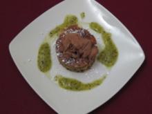 Zucchini-Apfel-Schokokuchen mit Parfait - Rezept