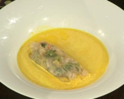 Karotten-Orangensuppe mit Garnelen im Reisblatt (Isabel Edvardsson) - Rezept