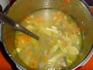 Rezept: Hühnerbrühe mit Mägen....
